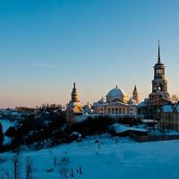 Вид на Борисоглебский мужской монастырь с земляного вала Торжокского кремля