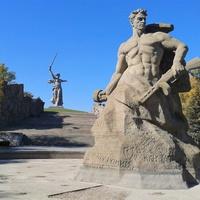 """Монумент """"Стоять насмерть"""""""