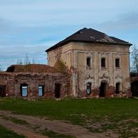 Разрушенная церковь на окраине Весьегонска