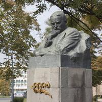 Памятник  Илье Чавчавадзе