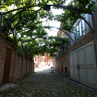 Улочка за церковью Святого Георгия, выводящая на улицу Царицы Тамары