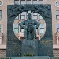 Памятник великому грузинскому писателю и поэту XIX века святому Илье Чавчавадзе