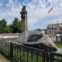 Памятник жертвам Великой Отечественной и камень в честь основания Бежецка