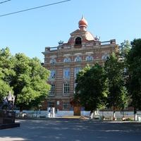 Бывшее женское епархиальное училище