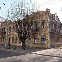 Кирпичное здание в стиле ампир