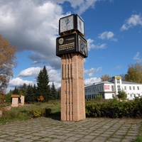 Часы с символикой города и завода