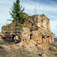 Руины церкви Петра и Павла в селе Петропавловск (Ишлык) Советского района Кировской области