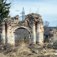 Ворота церкви Петра и Павла в селе Петропавловск (Ишлык) Советского района Кировской области