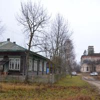 Ильгощи, школа и церковь Покрова Богородицы