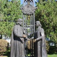 Памятник Петру и Февронии.
