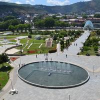 Тбилиси парк Рике и мост мира.