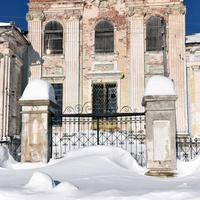 Часть ограды Преображенской церкви села Зашижемье Советского района Кировской области