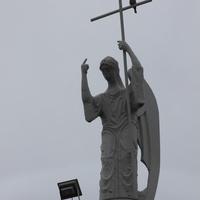 Памятник ангелу-хранителю города.