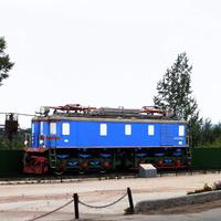 Памятник-электровоз ВЛ-22 на площади Железнодорожников