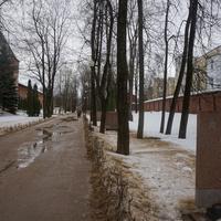 Аллея вдоль улицы Дзержинская.