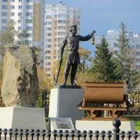 Памятник шахтёрам - основателям города