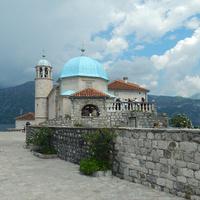 Пераст.  Церковь Пресвятой Богородицы на рифе