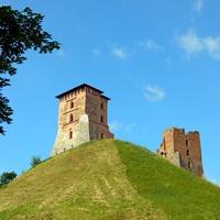 Новогрудок. Замок. Башни Костёльная(слева) и Щитовка
