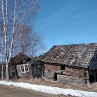 разрушенный дом в д. Горбуша