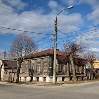 Старый дом на перекрёстке Стрелецкой и Васильевской улиц.