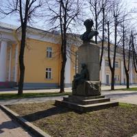 Памятник Ломоносову.