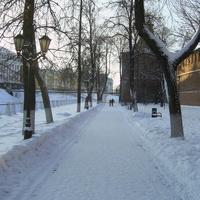 Н. Новгород - Аллея вдоль стены Кремля