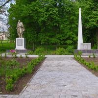 Меморіал визволителям села та жителям які загинули на фронтах війни.