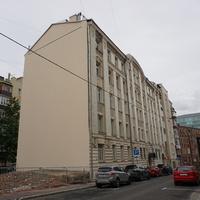 Бывший доходный дом построен в 1912 году, архитектор Н. Д. Поликарпов.