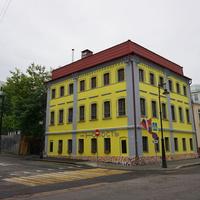 Бывший доходный дом 1879 года постройки, архитектор И. Г. Гусев.