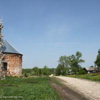 Ул. Центральная, слева Богоявленская церковь