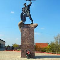 Малоярославец. Памятник Владимиру Храброму-Донскому
