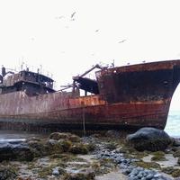 заброшенное судно в Северо-Курильске