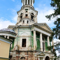 Надвратный храм-колокольня Спаса нерукотворного образа.