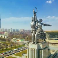 Скульптура «Рабочий и колхозница» в Москве