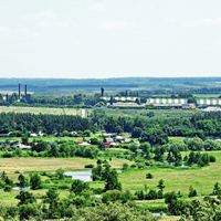 На переднем плане р. Битюг, залив Грива,в центре с. Малый Кисляй, на заднем плане пос. Нижний Кисляй, Шипов лес