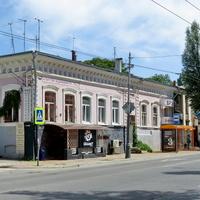 По улице Советской