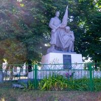 Братська могила воїнів, які загинули в боях за село.