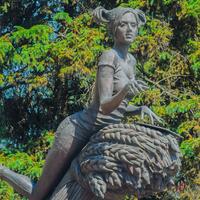 """скульптурная композиция — """" студентка с рожью""""."""