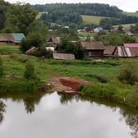 Панорама села, фото от кладбища, с другой стороны пруда. Плотина.