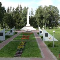 Дятлово . Мемориал в честь освободителей города