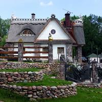 Литовка.Вид на основной домик.
