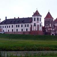 Вид на Мирский замок с Замковой улицы