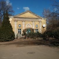 Бывший клуб строителя в Дзержинском районе