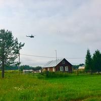 Вертолет делает облет линии электропередачи. Нет света в д.Аким