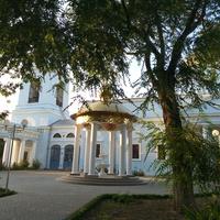 Альтанка біля Свято-Покровського собору.
