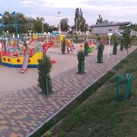 Дитячий майданчик на центральному проспекті.