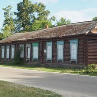 Здание первой школы Рамони