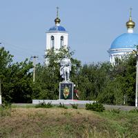 Мемориал за церковью, около реки Северский Донец