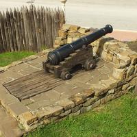 Старинное орудие музейного комплекса «Михайловское укрепление»