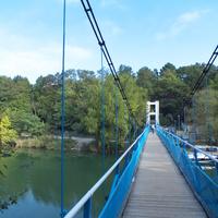 Подвесной пешеходный мост через реку Вулан